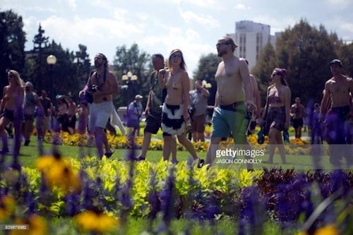 ニューヨークで第10回トップレスパレード「2017 Go Topless Day」の画像 3