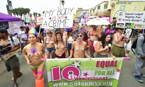 ニューヨークで第10回トップレスパレード「2017 Go Topless Day」の画像 8