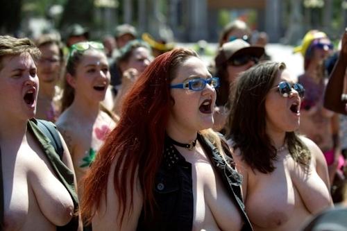 ニューヨークで第10回トップレスパレード「2017 Go Topless Day」の画像 11