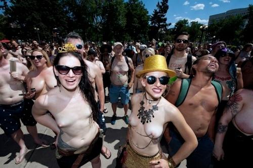 ニューヨークで第10回トップレスパレード「2017 Go Topless Day」の画像 13