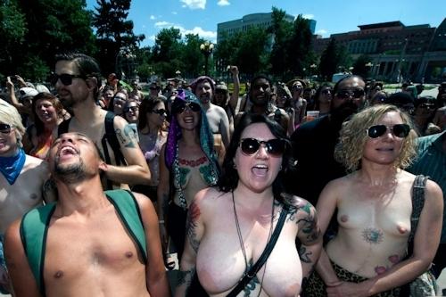 ニューヨークで第10回トップレスパレード「2017 Go Topless Day」の画像 14
