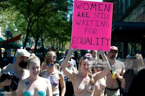 ニューヨークで第10回トップレスパレード「2017 Go Topless Day」の画像 15
