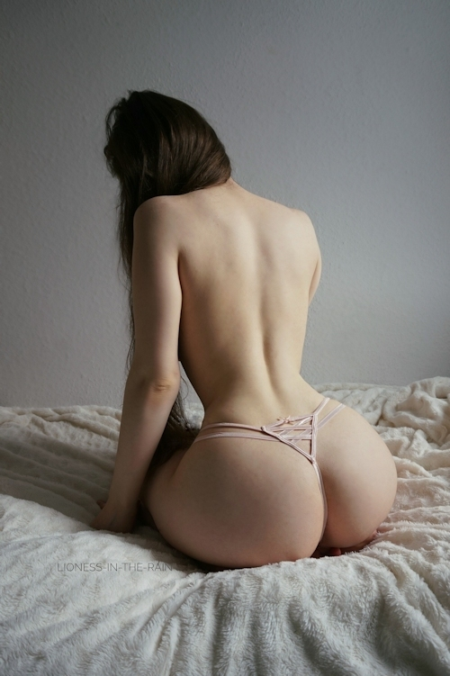 美巨乳なアジア女性のヌード画像 2