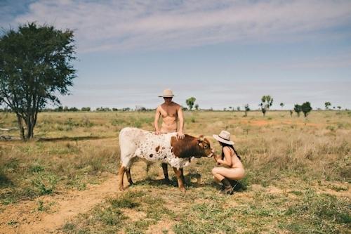 オーストラリアの獣医学生がチャリティのためヌードカレンダーを発売 8