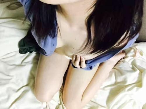 色白なアジアン少女の自分撮りヌード画像 6