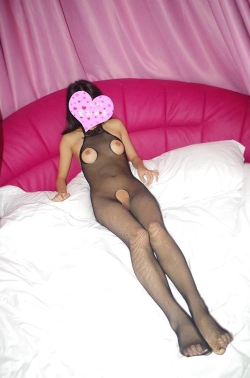 網タイツを履いたパイパン素人女性のハメ撮りヌード画像 5