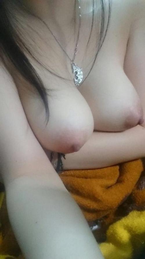 香港の巨乳な素人美少女の自分撮りヌード流出画像 6