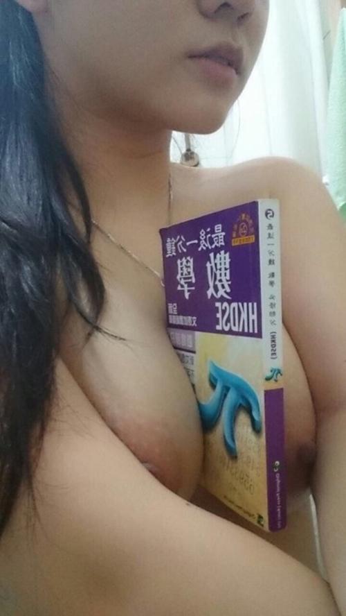 香港の巨乳な素人美少女の自分撮りヌード流出画像 11