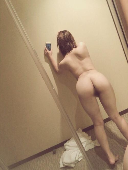 美微乳な日本の素人女性の自分撮りヌード画像 6