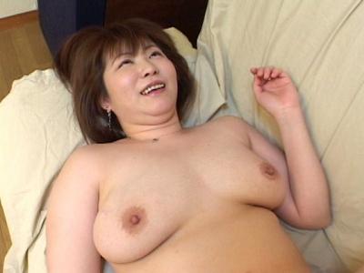 江美佳「豊満爆乳熟女のクリトリスは大き目」