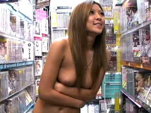 【哀川りん】街中でも半裸の巨乳ギャルがDVDショップで本気露出!お客さんをフェラ抜きしてガチハメSEX!