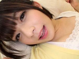 【麻里梨夏】クンニされるのが大好きで自らマンコを広げちゃう美少女が激しい舌技に悶絶絶頂!