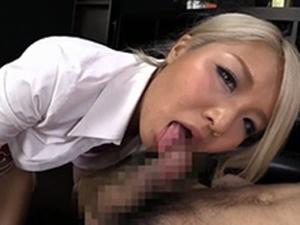 長谷川夏樹 金髪黒ギャルがエロデカ尻を淫らに振りながらノーハンドバキュームフェラ抜き!