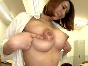 櫻木ひびき ロケット巨乳とミニスカで男子校生を喰いまくる女教師