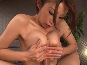 【篠田あゆみ】美熟女のIカップ熟巨乳での熟練されたパイズリで大量狭射させられます!