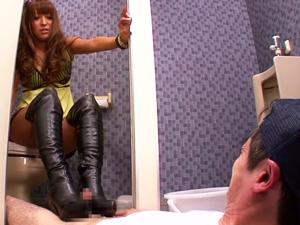 トイレで痴女ギャルに襲われブーツでチンポを踏みつけられ足コキされる!