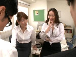長身熟女のお局OL2人が新入社員たちにチンポ露出させ品定めしてます 翔田千里 青山葵