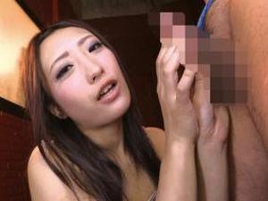 神納花 フェザータッチなスロー手コキで痴女がビキニブリーフのM男を限界まで寸止めする!