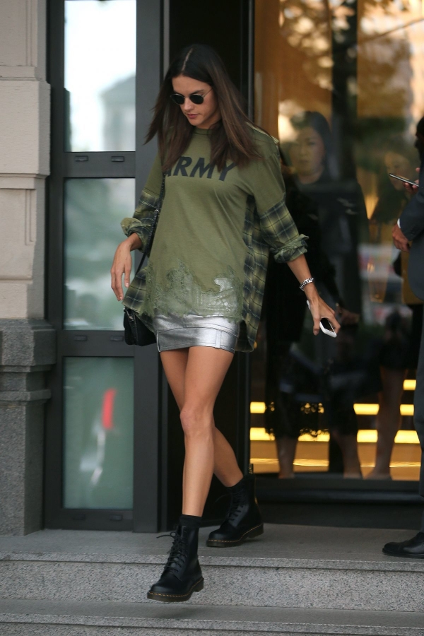 alessandra-ambrosio-leaves-her-hotel-19 (2)
