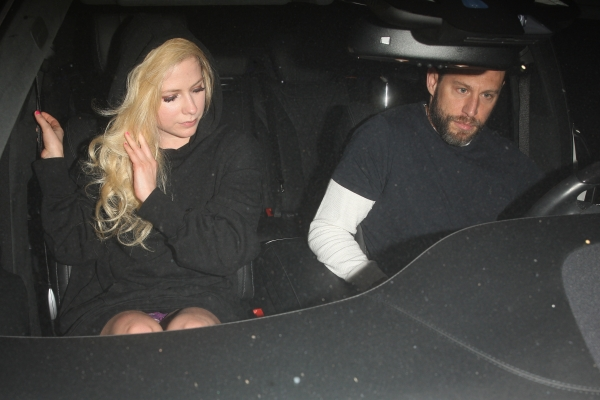 Avril-Lavigne-Upskirt (1)