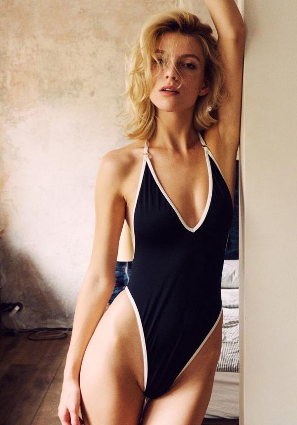 Angela-Olszewska-Nude-Sexy (4)