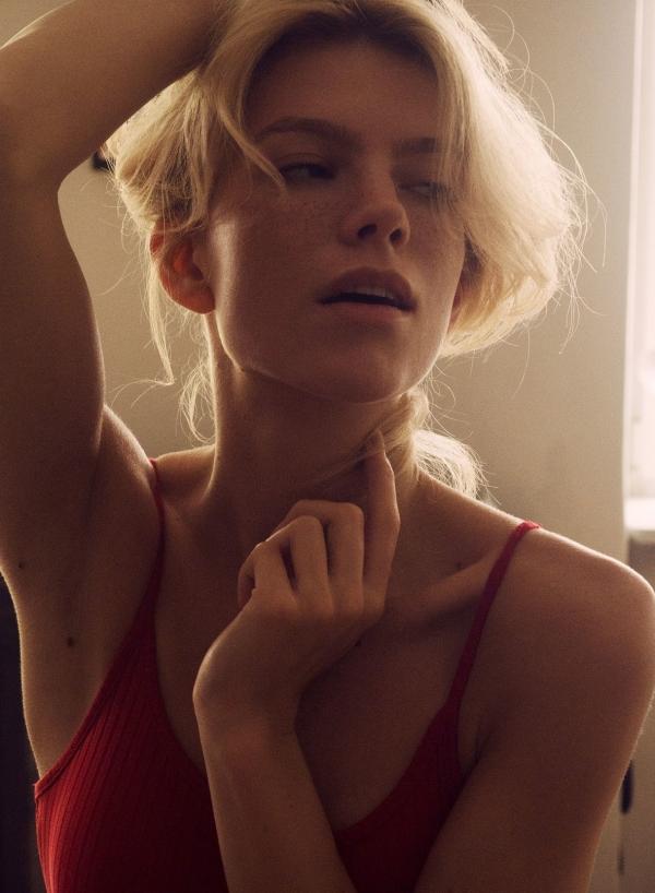 Angela-Olszewska-Nude-Sexy (6)