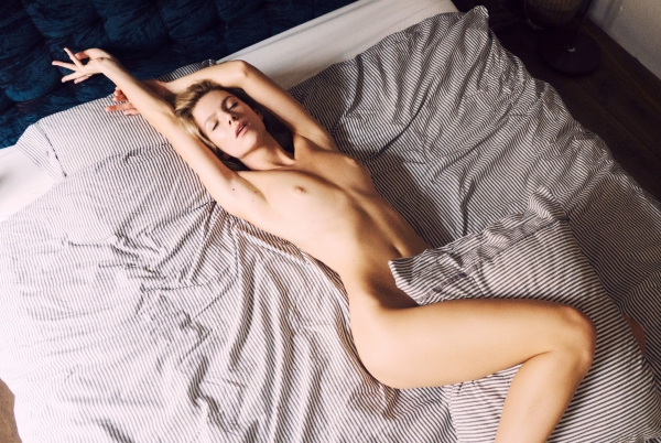 Angela-Olszewska-Nude-Sexy (5)