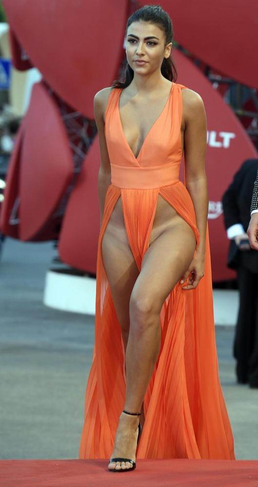 Giulia Salemi suffers nipslip in cannes (3)