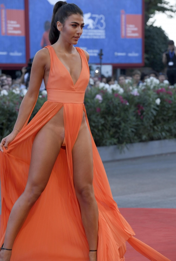 Giulia Salemi suffers nipslip in cannes (4)