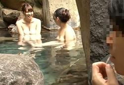 『えっ、ここ女湯!?』男湯だと勘違いして露天風呂に浸かっていたら…1